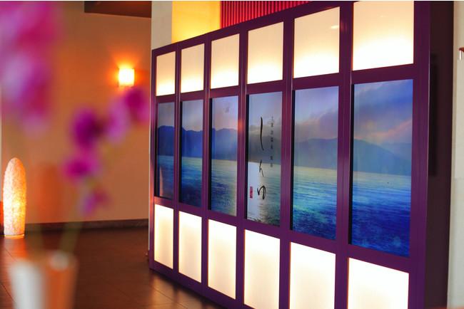 癒しの空間を演出する上諏訪温泉 しんゆのヒーリングアート