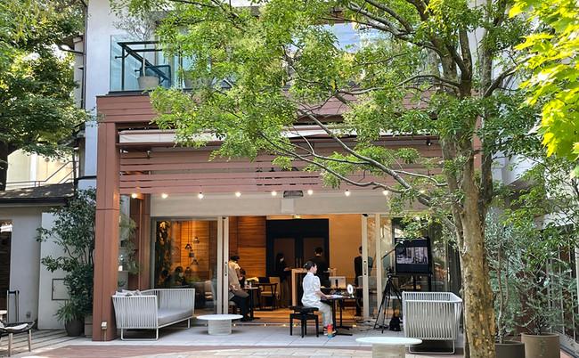 緑豊かで開放感のある「リビエラ東京」を拠点に、オンラインでのトークセッションを収録しました。