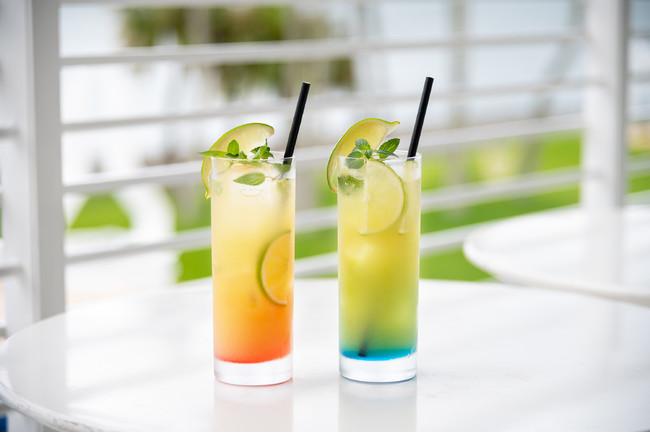 パイン モヒート(左)は女性にも飲みやすく、シークヮーサー モヒート(右)は夏らしいすっきりとした爽やかな味わい。