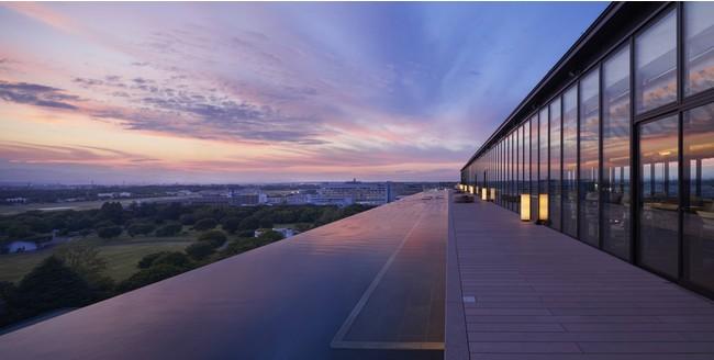 夕陽が美しく映えるインフィニティプール