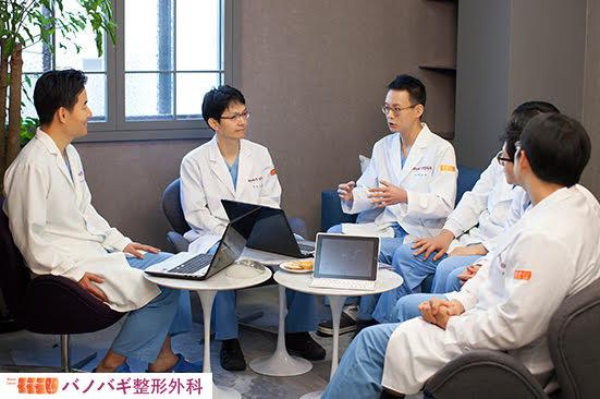 ソウル大学校医科大学出身の整形外科専門医 バノバギ(BANOBAGI)整形外科 手術標本の診断をしています(毎週1回、手術後検討会を行っています)