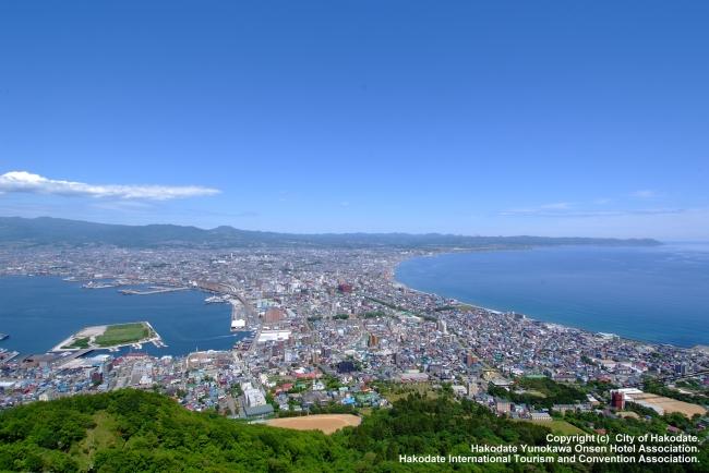 海と山に囲まれた函館の街並み