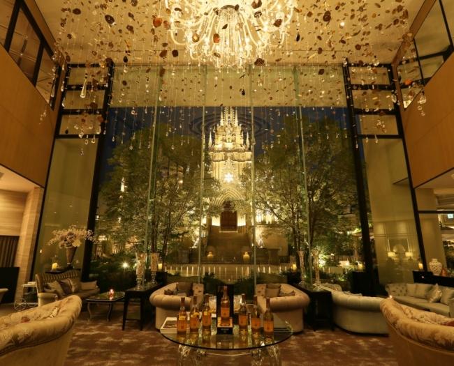 夜はロマンチックな空間に変わるニューヨークラウンジ
