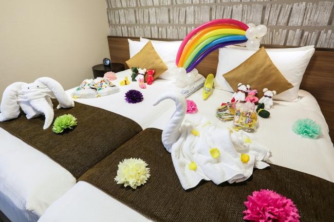 ▲タオルやバルーンでデコレーションされたお部屋