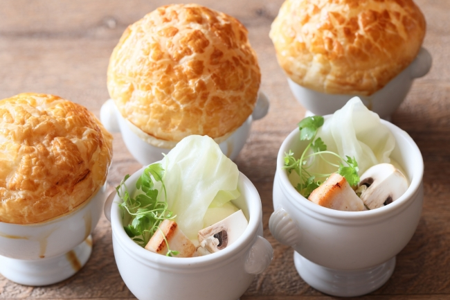 ▲自家製のパイ包みスープで 胃を温めてからブッフェ料理を堪能