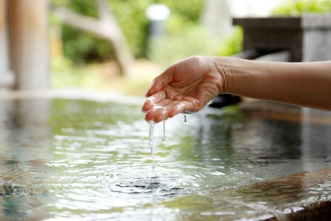 ▲日本最古の美肌温泉を手湯で体験