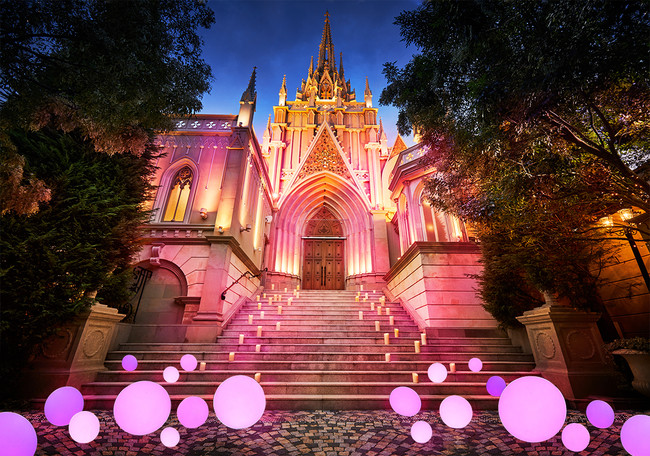 通常は金色に輝く夜の大聖堂が、10月4日(日)限定でピンク色にライトアップされる(画像はイメージ)