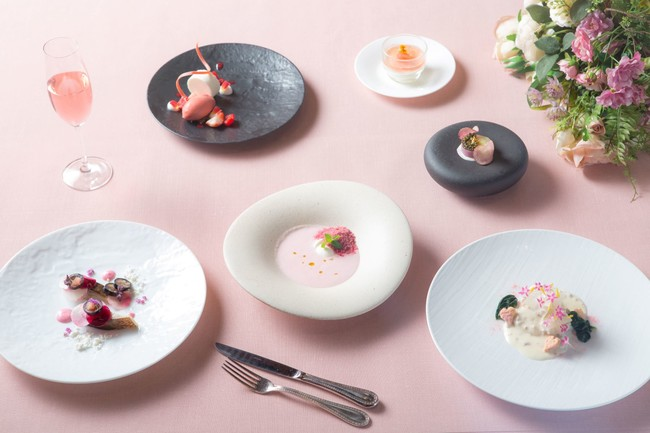 ▲STRINGS PINK DISHES