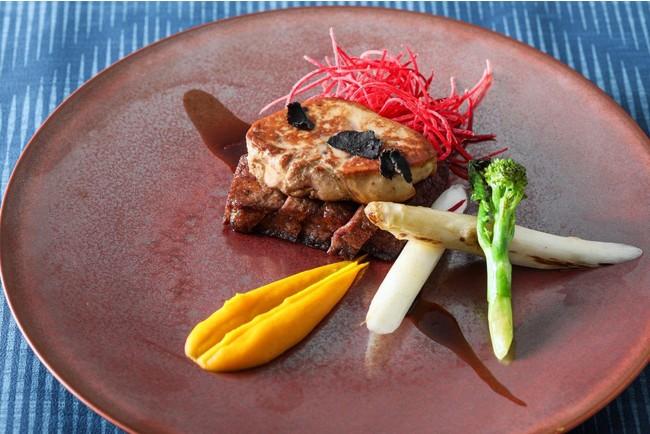 """ヨーロッパ産の""""フォアグラ""""と""""トリュフ""""を厳選国産牛フィレ肉と合わせてお召し上がりいただきます。""""トリュフ""""の香り豊かな秘伝のペリグーソースが美味。"""