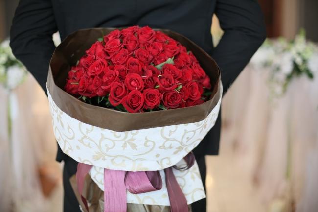 ▲薔薇の花108本:花言葉は「結婚してください」