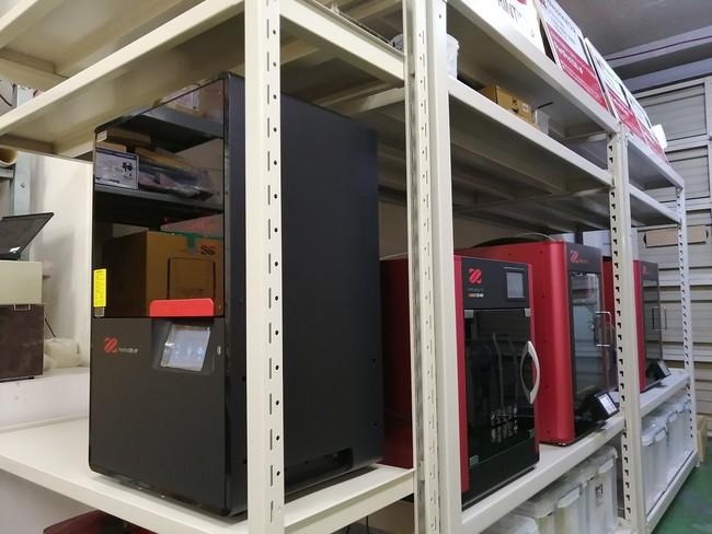 品質検証環境機能をもつショールームを開設。 SLSやDLPなど多種多様なプリンターを用いた検証が可能。