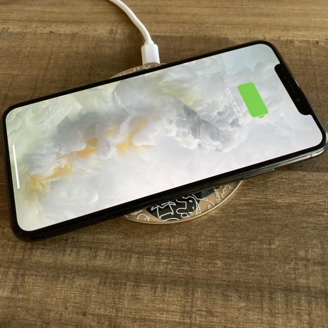 Qiワイヤレス充電器 写真
