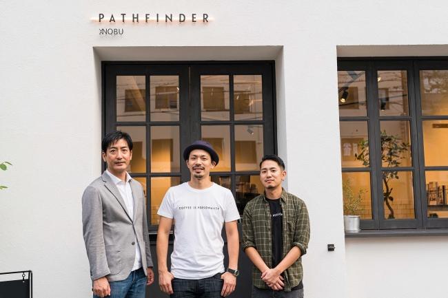 左から井坂取締役、下山代表、成尾店長