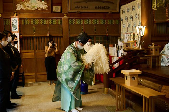 【江島神社での御祈祷の様子】