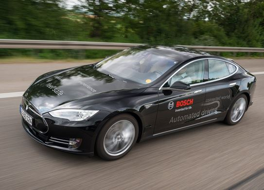Tesla Model Sをベースにした自動運転開発車両