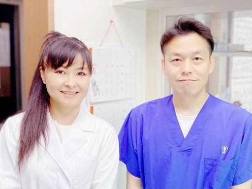 (右)ますだ動物クリニック院長獣医師 増田国充 (左)犬の管理栄養士 望月紗貴