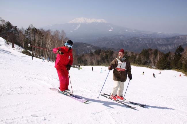絶景を眺めながらのベテランインストラクターによるスキーレッスン