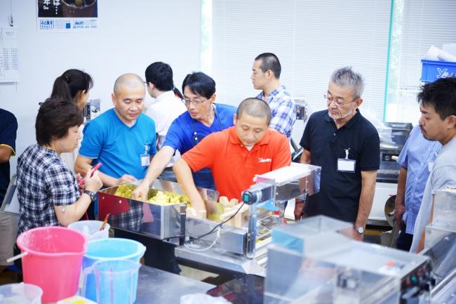 イベント内での製麺実習の様子