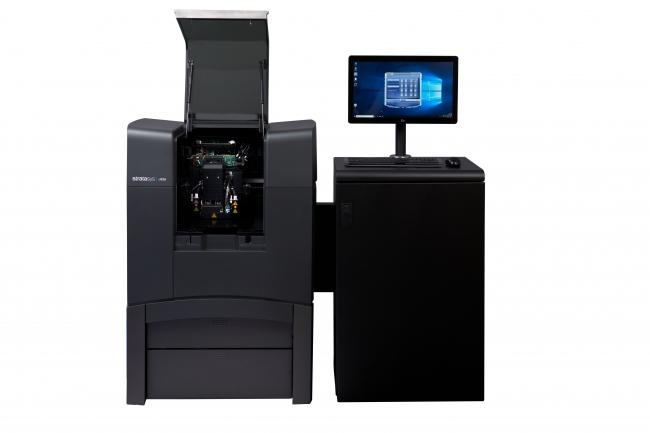Stratasys J826 3DプリンタはワールドクラスのJ8シリーズ3Dプリンタの性能と機能を、造形頻度の高いエンタープライズ・ショップや教育機関に拡大します。
