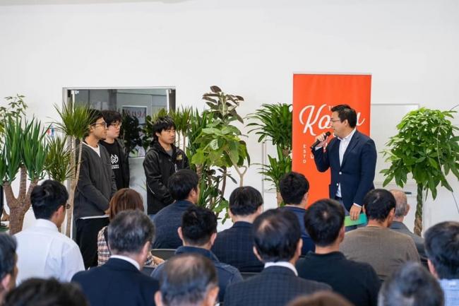 「スマート農業サミット in 宮崎」で自動収穫ロボットのデモを披露するアグリスト取締役社長COOの高橋