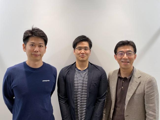 (左からPKSHA SPARXアルゴリズム1号 海老原 秀幸氏、ドコデモ 代表 柘植 信英、PKSHA SPARXアルゴリズム1号 服部 英明氏)