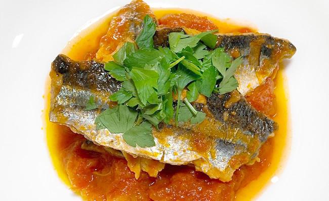 水野裕子さんのオリジナルさんまレシピ「さんまのトマトソースソテー」