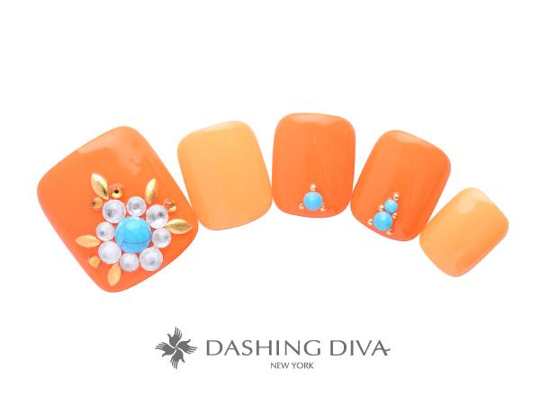 元気なオレンジカラーに華やかパーツで足元を魅せて
