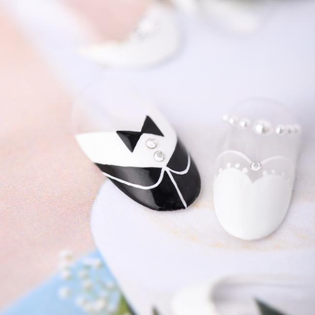 """""""新郎新婦""""のデザインがチャーミングなフレンチネイル。11,900円(税別)"""