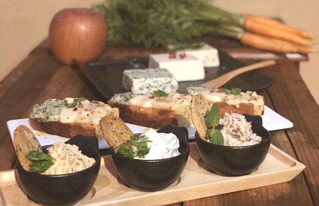 ヴィーガンチーズ&グルテンフリーパンイメージ(実際の提供形式とは異なる場合があります)