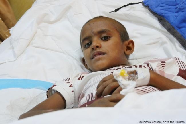 入院中のサミールさん(8歳)