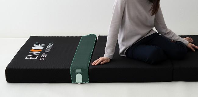 センサー部は寝心地を損なわないように専用ポケットに収納
