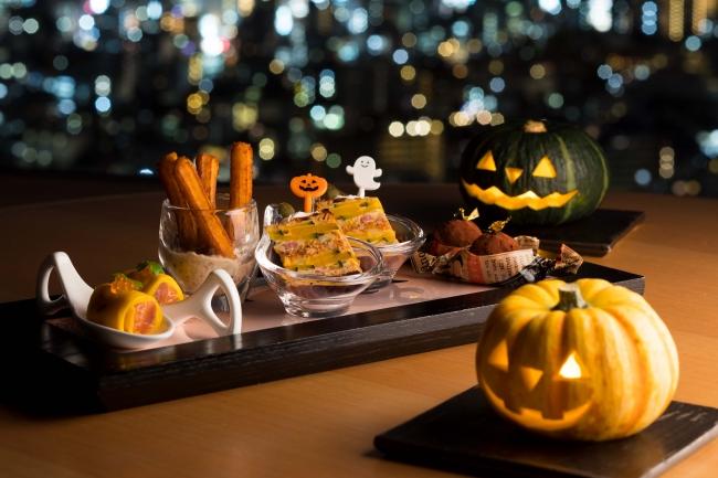 (写真左より:かぼちゃのクレープとマリネサーモン、  かぼちゃのチュロス キノコソース、  スパイシーなポークとかぼちゃのキッシュ、   フォアグラのトリュフ仕立て)