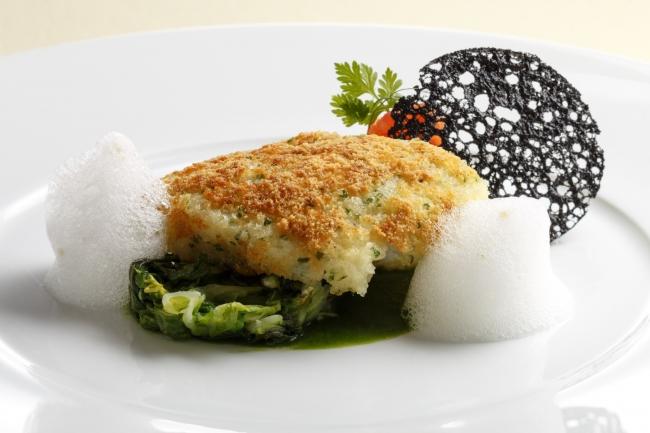 魚料理:宮城県産白身魚のヴィエノワーズ風~春菊のソース~