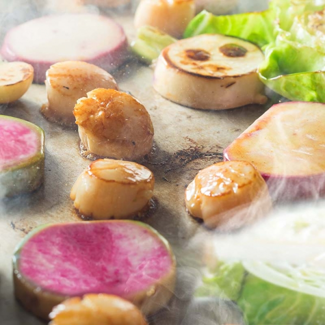 北海道産 天然ホタテの鉄板焼きと神奈川県産ベジタブルのミニッツソテー