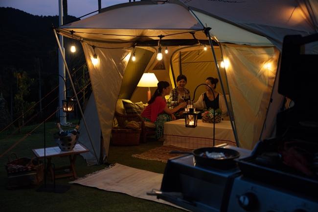 テントは8名までのグループでゆっくり座れる広さ