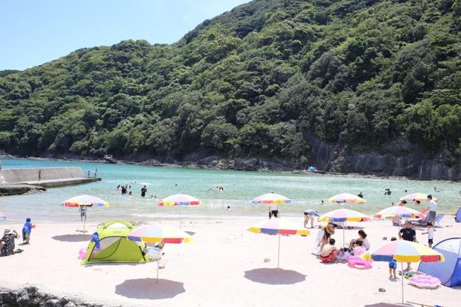 波が穏やかなお子様向きの鍋田浜、ホテルより徒歩