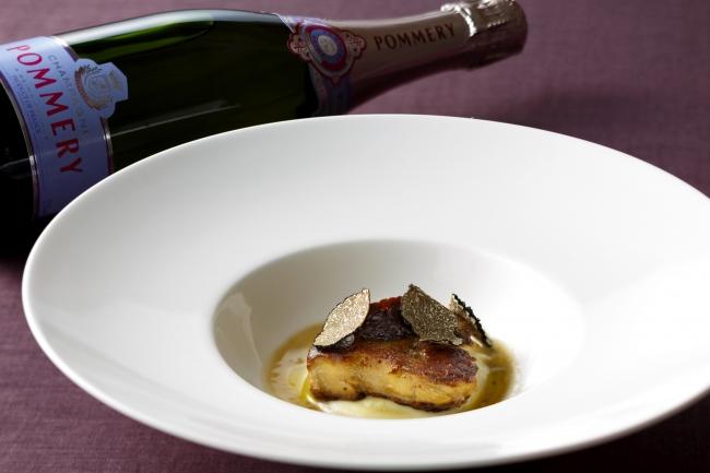 温かい前菜とシャンパン