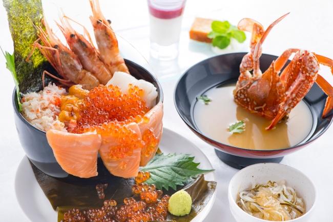 松山東急REIホテル/北海道産イクラ醤油漬・鮭の昆布〆・ぼたん海老・イカ・あふれ海鮮丼 蟹汁添え