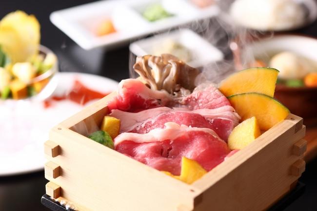 【C】北海道十勝産しほろ牛サーロインと北海道産インカのめざめのせいろ蒸しセット:お1人さま 2,500円