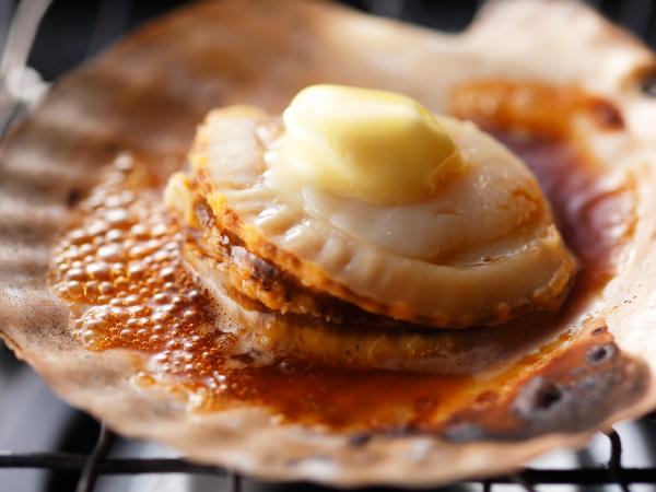 殻付きホタテのバター焼き