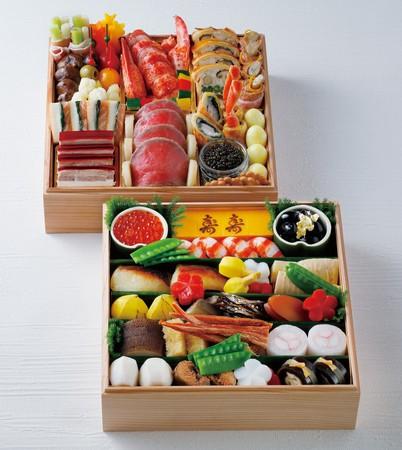 山海の食材を使った王道フランス料理が愉しめる「洋の重」と、京都ならではの味と料理人の丁寧な仕事が感じられる「和の重」の2段重ね。