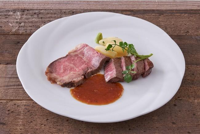 国産牛ローストビーフと牛肉のステーキの食べ比べ