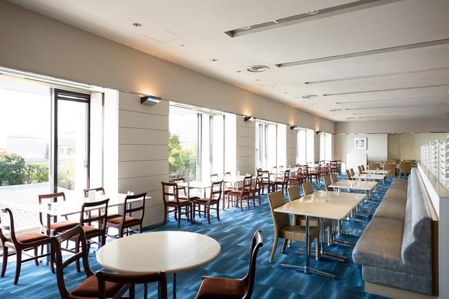 神戸港を望む開放的なカフェレストラン「カメリア」