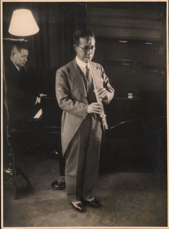 オークラウロを演奏する大倉喜七郎 (1936年)