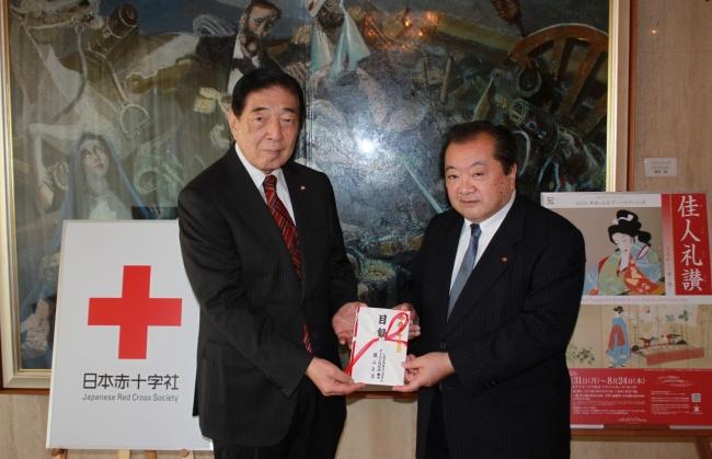 (左)日本赤十字社 社長 近衞 忠煇氏 (右)ホテルオークラ東京 代表取締役社長 池田 正己