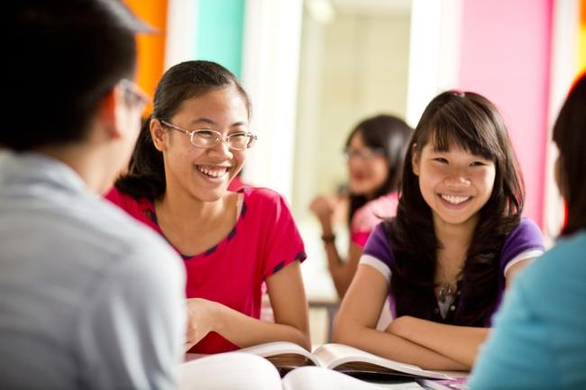 学校とは異なるクラスメイトとのグループワークもSecondary Plusの人気のひとつ (c)Mat Wright