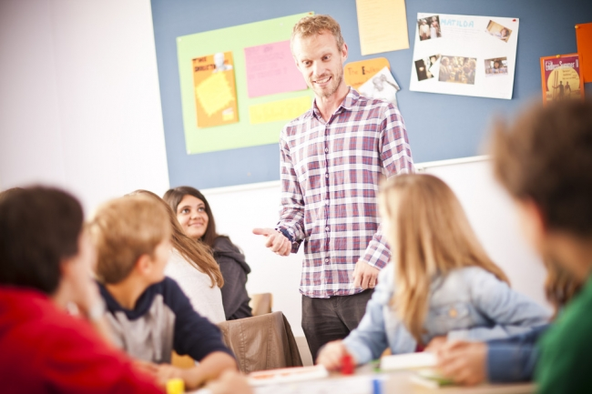 国際英語教授資格を持つネイティブ講師によりAll Englishで行われるレッスン (c)Mat Wright