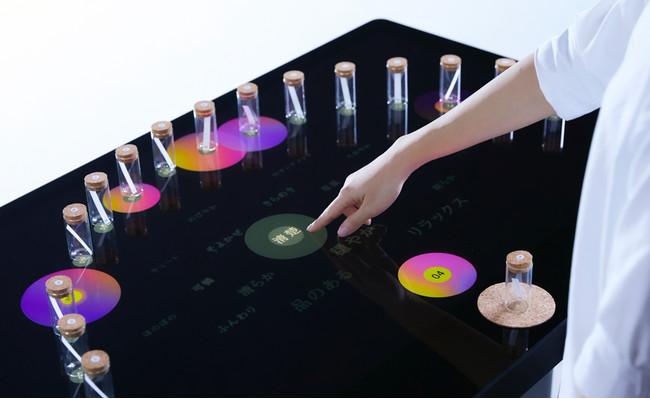香りと言葉の変換システム「KAORIUM」のコンセプトモデル。