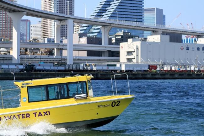 旅客定員最大8名。コンパクトさと機動力で、広範囲の水域を網羅。