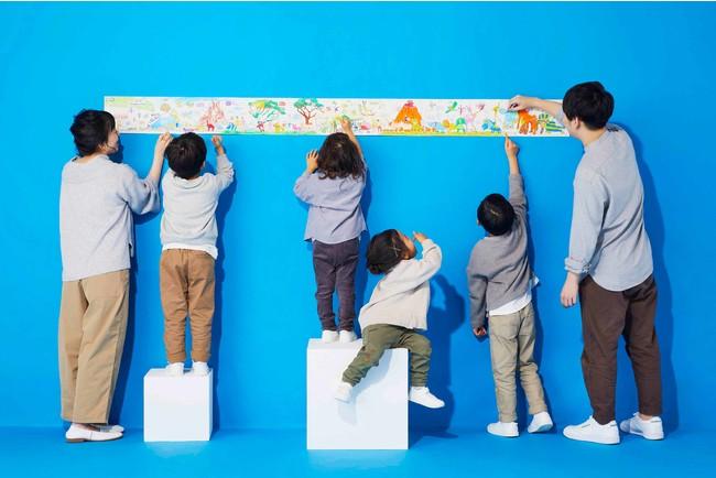 おうちの床に広げたり壁に貼ったりして家族みんなで楽しめる。